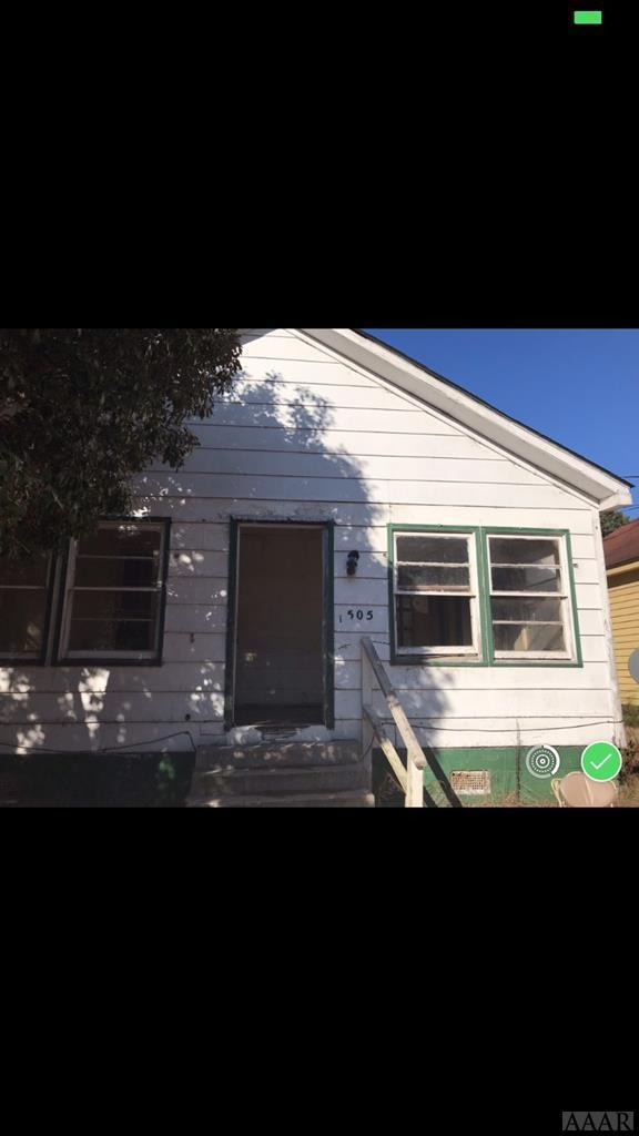 505 8th Street E, Scotland Neck, NC 27874 (#94131) :: The Kris Weaver Real Estate Team