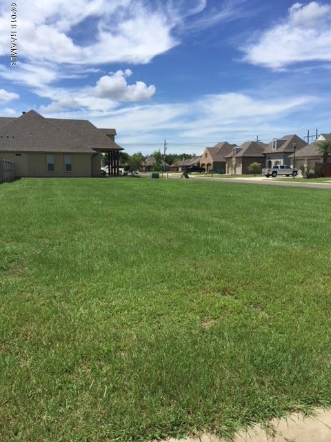 300 Channel Drive, Broussard, LA 70518 (MLS #18009028) :: Keaty Real Estate