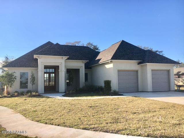 100 Cedar Garden Lane, Youngsville, LA 70592 (MLS #17012331) :: Cachet Real Estate