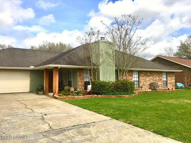 112 Pullin Drive, Youngsville, LA 70592 (MLS #18000625) :: Keaty Real Estate