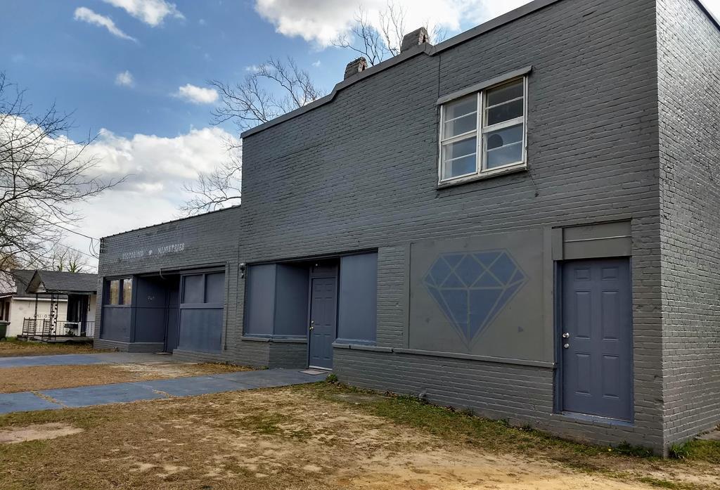 703 Richland Avenue E - Photo 1