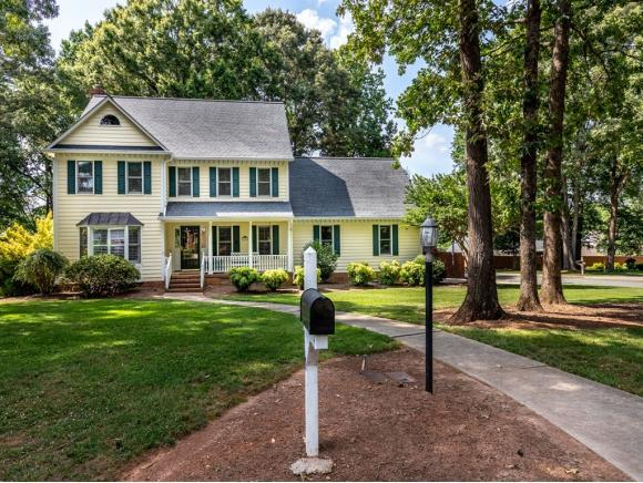 10 Westfield Ct, Gibsonville, NC 27249 (MLS #103908) :: Nanette & Co.