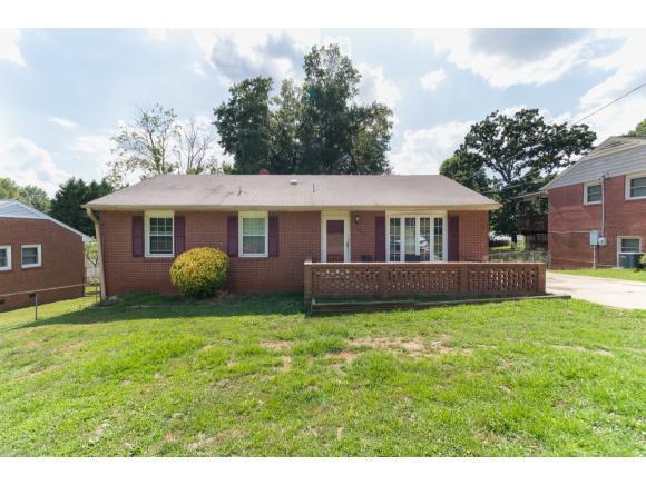 1327 Collins Dr, Burlington, NC 27215 (MLS #104029) :: Nanette & Co.