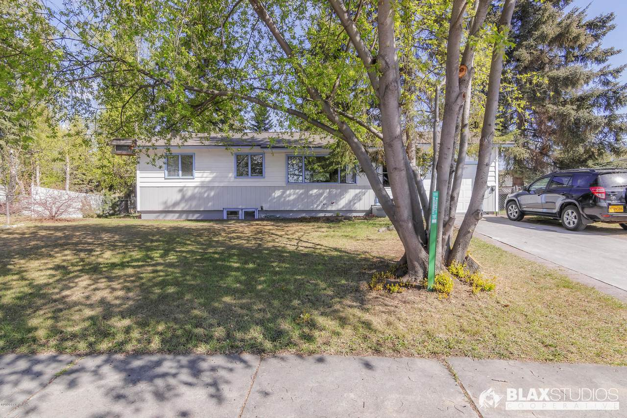221 Bentley Drive - Photo 1