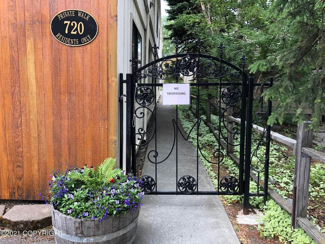 720 M Street - Photo 1