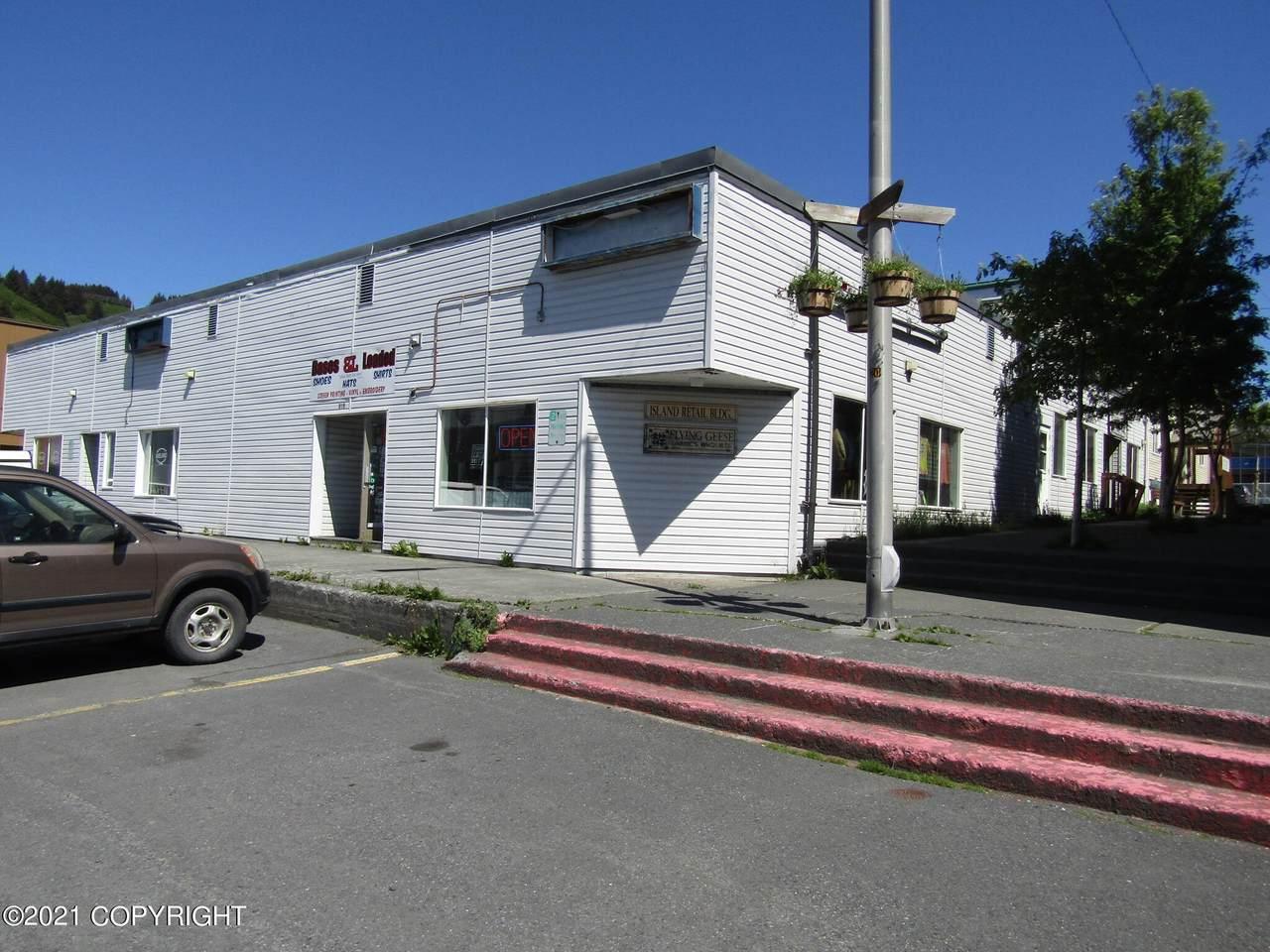 202 Center Avenue - Photo 1