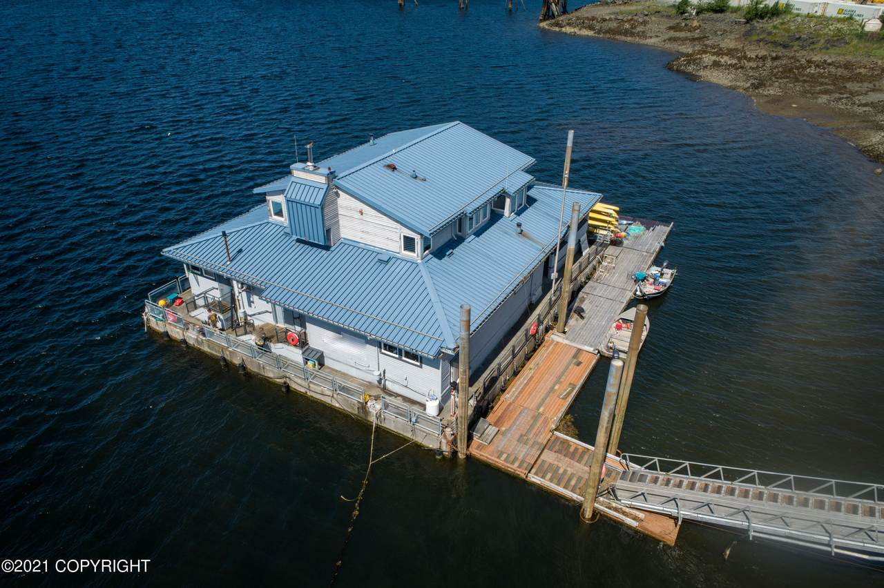 1 Floating Building - Photo 1