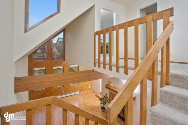 5850 Jordan Circle, Anchorage, AK 99504 (MLS #17-17468) :: RMG Real Estate Experts