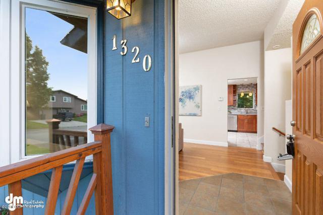 1320 W 70th Avenue, Anchorage, AK 99518 (MLS #18-14451) :: Core Real Estate Group