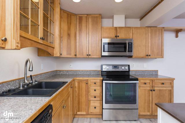 1021 W 80th Avenue, Anchorage, AK 99518 (MLS #18-2356) :: Northern Edge Real Estate, LLC