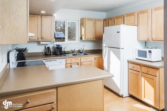 3420 Kachemak Circle, Anchorage, AK 99515 (MLS #18-4249) :: Northern Edge Real Estate, LLC