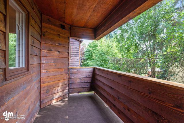 9740 Vanguard Drive #35, Anchorage, AK 99507 (MLS #19-12307) :: Roy Briley Real Estate Group