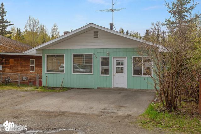 3208 Doris Street, Anchorage, AK 99517 (MLS #19-8685) :: Team Dimmick