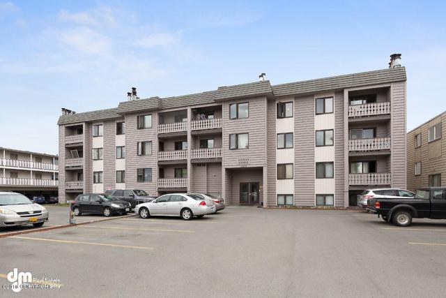 1405 W 27th Avenue #408, Anchorage, AK 99503 (MLS #19-913) :: The Huntley Owen Team