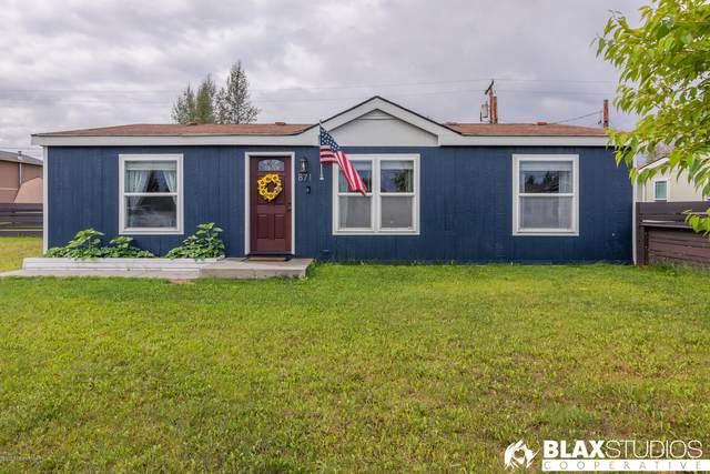 871 Refinery Loop, North Pole, AK 99705 (MLS #20-11185) :: RMG Real Estate Network | Keller Williams Realty Alaska Group