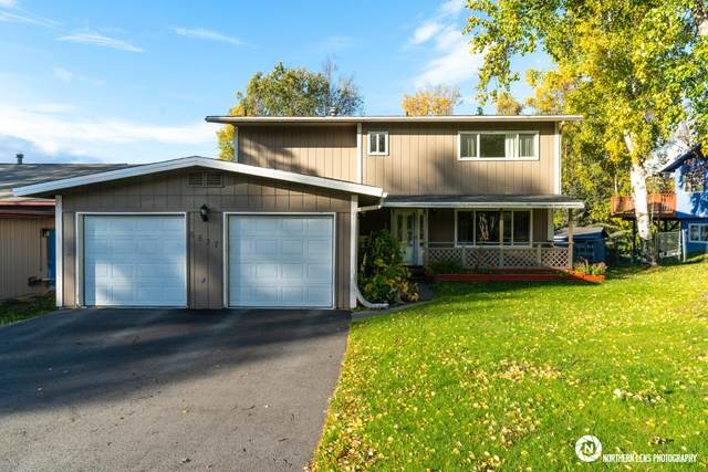 6537 Notting Hill Drive, Anchorage, AK 99504 (MLS #20-14870) :: Team Dimmick