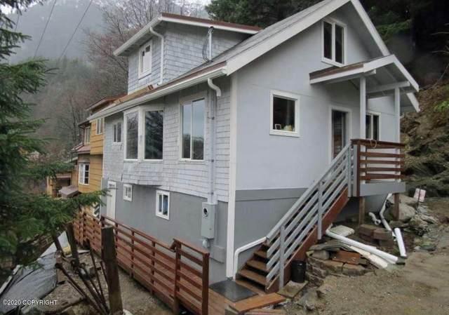 213 Harris Street, Juneau, AK 99801 (MLS #20-15727) :: Alaska Realty Experts