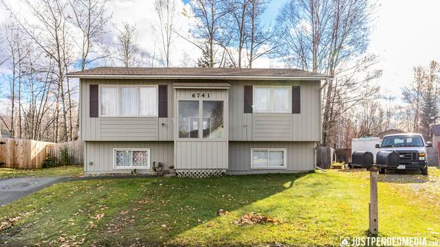 6741 Eileen Circle, Anchorage, AK 99507 (MLS #20-15982) :: Wolf Real Estate Professionals