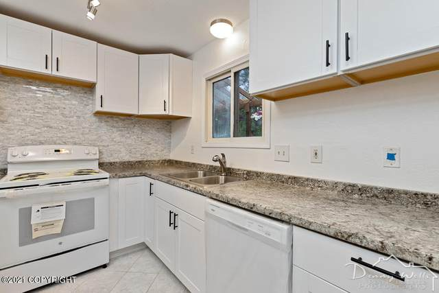 7724 Snow View Drive, Anchorage, AK 99507 (MLS #21-10653) :: Wolf Real Estate Professionals