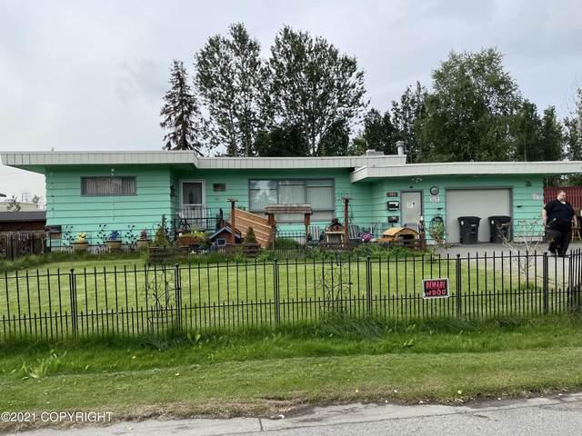 900 W 25th Avenue, Anchorage, AK 99503 (MLS #21-11516) :: Powered By Lymburner Realty