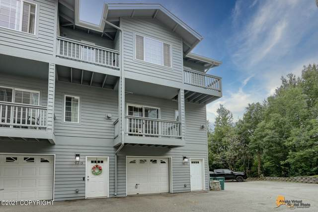 9221 Commons Place, Anchorage, AK 99502 (MLS #21-12279) :: Daves Alaska Homes