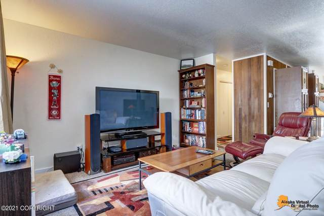 8662 Augusta Circle #10, Anchorage, AK 99504 (MLS #21-12285) :: Daves Alaska Homes
