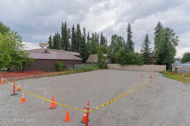 1717 College Road, Fairbanks, AK 99709 (MLS #21-12381) :: Powered By Lymburner Realty