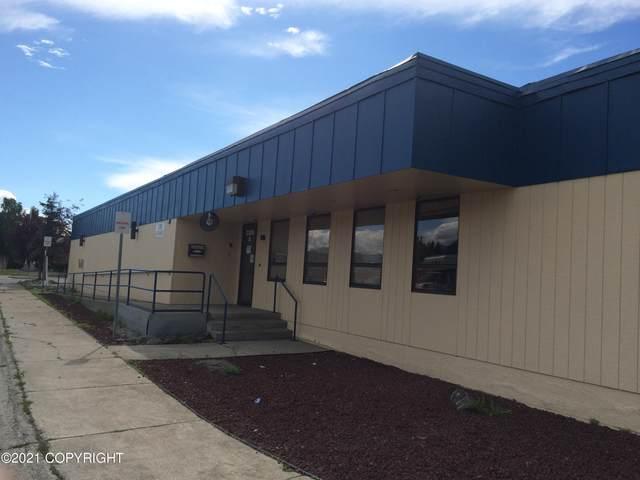 3300 Fairbanks Street, Anchorage, AK 99503 (MLS #21-16071) :: Alaska Realty Experts