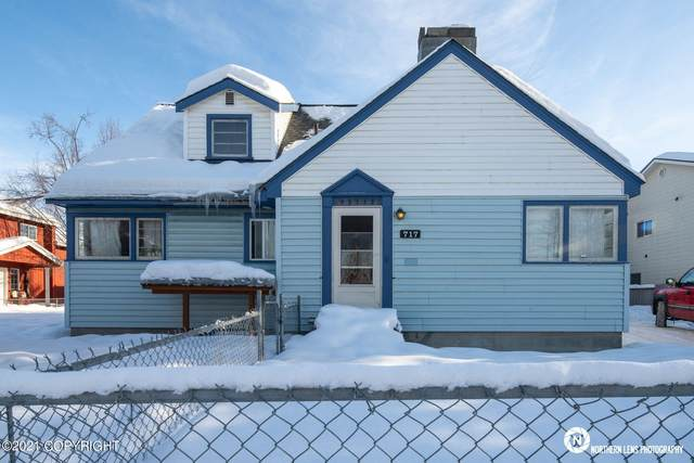 717 N Bragaw Street, Anchorage, AK 99508 (MLS #21-2156) :: Wolf Real Estate Professionals