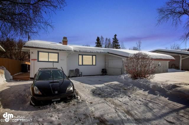 8221 Del Street, Anchorage, AK 99502 (MLS #21-4053) :: Team Dimmick