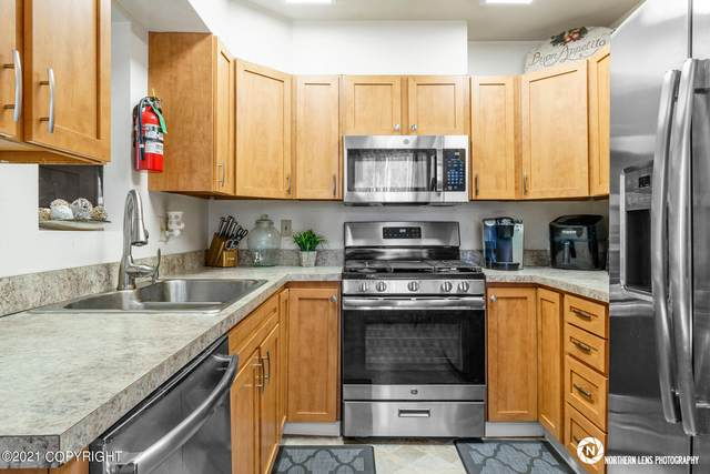 7801 Snow View Drive, Anchorage, AK 99507 (MLS #21-4460) :: Wolf Real Estate Professionals