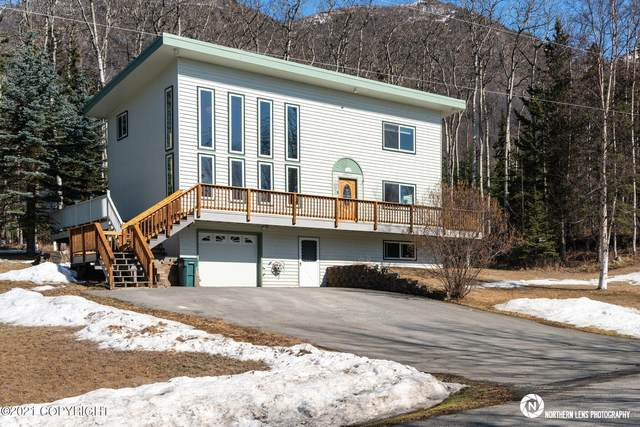 20137 David Avenue, Eagle River, AK 99577 (MLS #21-6385) :: Daves Alaska Homes