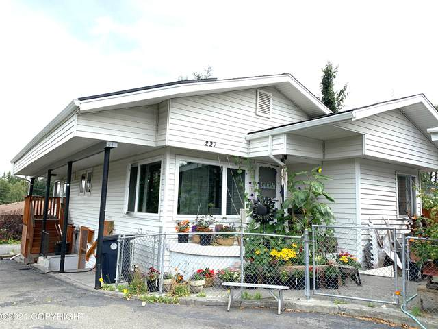 227 Smith Drive, Anchorage, AK 99503 (MLS #21-6790) :: Alaska Realty Experts
