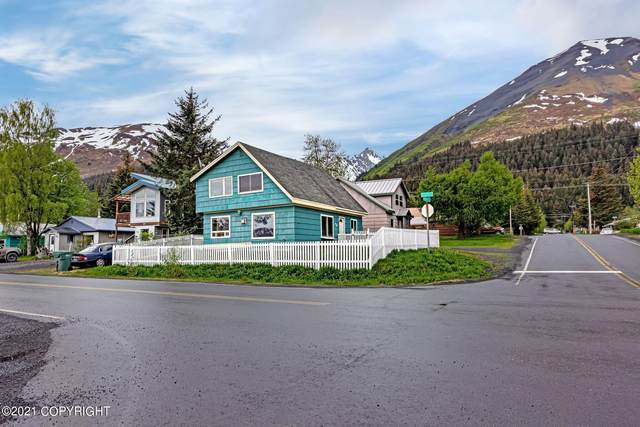513 Monroe Street, Seward, AK 99664 (MLS #21-9151) :: Berkshire Hathaway Home Services Alaska Realty Palmer Office