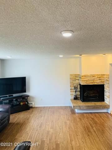 8037 Wisteria Street, Anchorage, AK 99502 (MLS #21-9655) :: Daves Alaska Homes