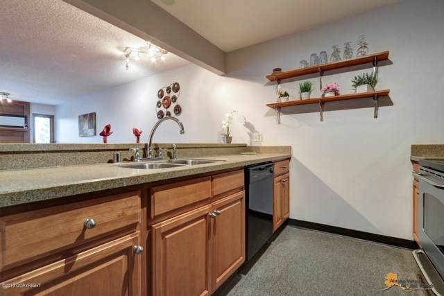1621 Eastridge Drive #302, Anchorage, AK 99503 (MLS #19-17259) :: Team Dimmick