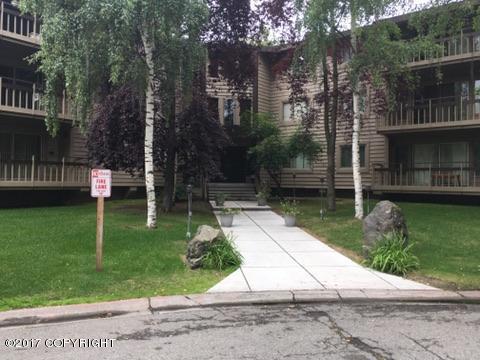 400 W 76th Avenue #114, Anchorage, AK 99502 (MLS #17-12698) :: Real Estate eXchange