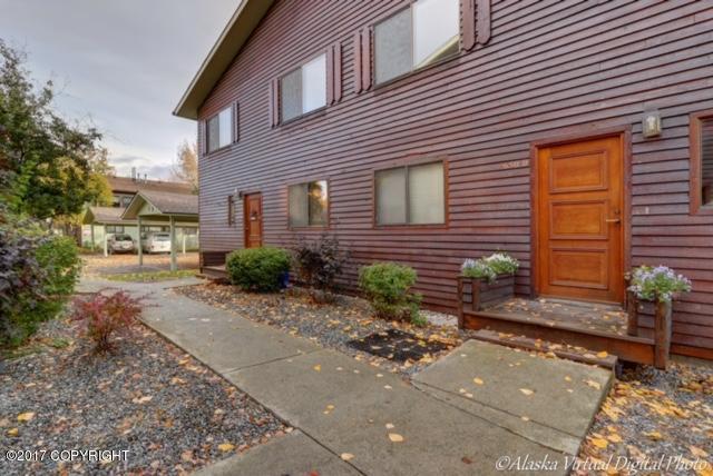 650 W 47th Street #650D, Anchorage, AK 99503 (MLS #17-17155) :: Northern Edge Real Estate, LLC