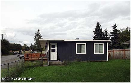 140 W 14th Avenue, Anchorage, AK 99501 (MLS #17-17160) :: Team Dimmick