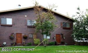 640 W 47th Avenue D, Anchorage, AK 99503 (MLS #17-19684) :: Northern Edge Real Estate, LLC
