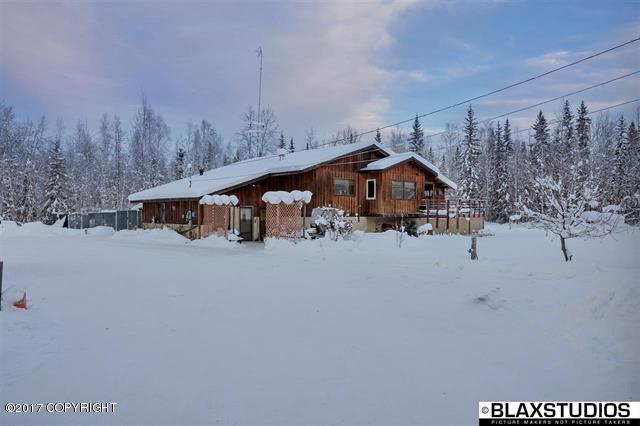 2410 Sleighbell Circle, North Pole, AK 99705 (MLS #17-19884) :: Team Dimmick