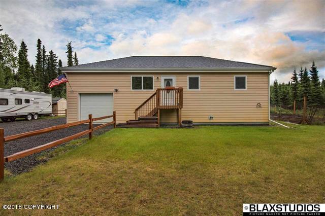 840 Shasta Drive, North Pole, AK 99705 (MLS #18-12074) :: Real Estate Brokers of Alaska