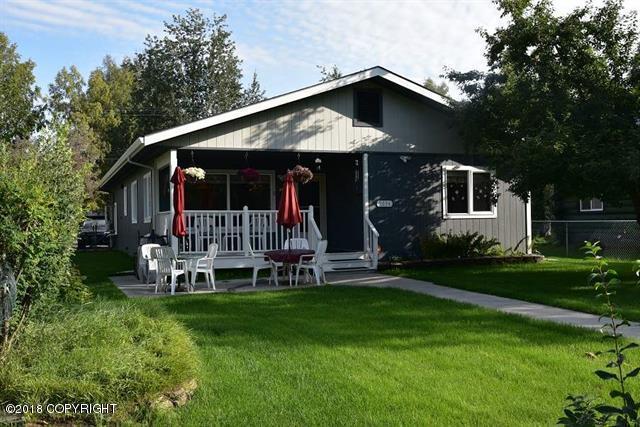 2034 Eagan Avenue, Fairbanks, AK 99701 (MLS #18-14489) :: Team Dimmick