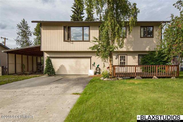 5160 Chilkoot Drive, Fairbanks, AK 99709 (MLS #18-14969) :: Team Dimmick