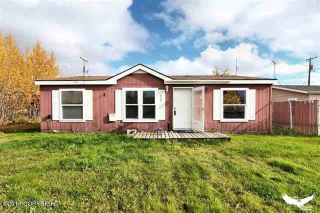 860 Refinery Loop, North Pole, AK 99705 (MLS #18-18153) :: Core Real Estate Group