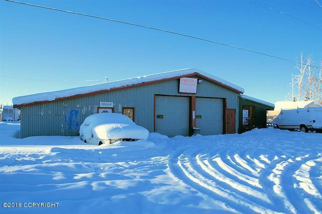 2529 Old Richardson Highway, North Pole, AK 99705 (MLS #18-2528) :: Channer Realty Group