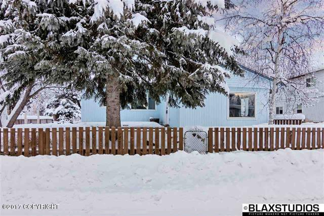 325 Spruce Drive, Fairbanks, AK 99709 (MLS #18-3698) :: Core Real Estate Group
