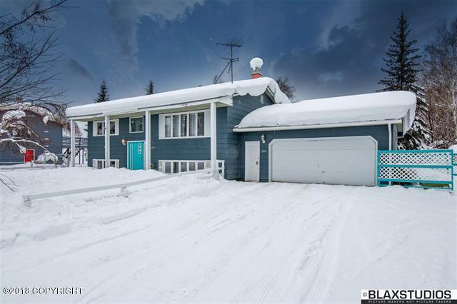 2004 Capitol Avenue, Fairbanks, AK 99709 (MLS #18-3818) :: Channer Realty Group