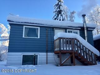 2106 Blueberry Avenue, Fairbanks, AK 99701 (MLS #18-3871) :: Team Dimmick