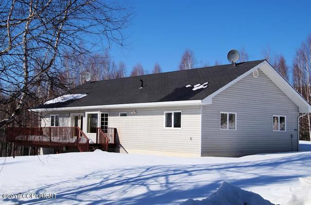 919 Strawberry Road, Fairbanks, AK 99712 (MLS #18-6169) :: Northern Edge Real Estate, LLC